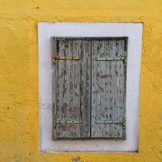 "Páči sa mi to: 9, komentáre: 3 – Martin Bugár (@martin_bugarr) na Instagrame: ""Again yellow 💛 #2017 #oldwindow #croatia"""