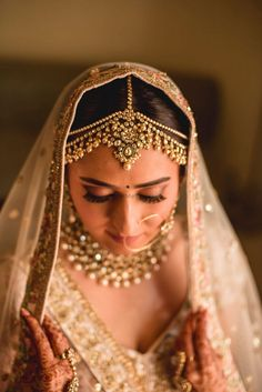 Quaint Resort Wedding with a Game of Cricket & Fashion-Savvy Couple South Indian Bridal Jewellery, Indian Bridal Photos, Indian Wedding Jewelry, Bridal Jewelry, Indian Weddings, Desi Wedding, Bengali Wedding, Bengali Bride, Punjabi Bride