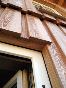 Boden-Deckel-Schalung aus Lärche am Holz100-Haus - Detail
