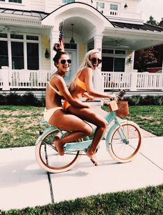 Pin by olivia on poses bff pictures, summer pictures, best friend pictures. Photos Bff, Best Friend Photos, Best Friend Goals, Friend Pics, Bff Pics, Cute Friends, Best Friends, Beach With Friends, Friends Shirts