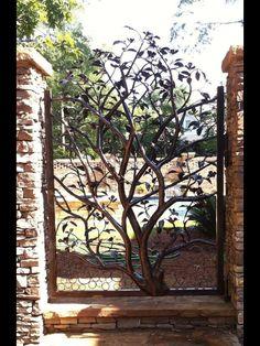 Puerta árbol en hierro