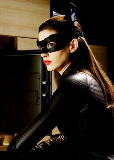 Anne Hathaway as Catwoman on 'Batman: The Dark Knight Rises' Catwoman Cosplay, Cosplay Gatúbela, Batman And Catwoman, Batgirl, The Dark Knight Trilogy, The Dark Knight Rises, Batman The Dark Knight, Julie Newmar, Christopher Nolan