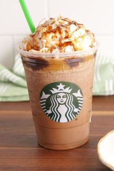 """21 Mouth-Watering Starbucks """"Secret Menu"""" Drink IdeasIf you're a fan of Starbucks then you'll love these deliciously crafted drinks from their """"secret"""" menu. Starbucks' """"secret menu"""" consists of yummy dr. Café Starbucks, Starbucks Frappuccino Caramel, Vanilla Frappuccino, Bebidas Do Starbucks, Healthy Starbucks Drinks, Starbucks Secret Menu Drinks, Frappuccino Recipe, Yummy Drinks, Cold Drinks"""