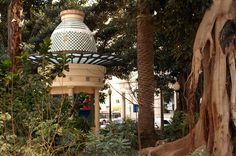 """Portal de Elche. Alicante.   Antaño Plaza de las Horcas, lugar elegido para impartir justicia hasta 1810. Por suerte el visitante """"solo"""" encontrará hoy en día una agradable plaza."""