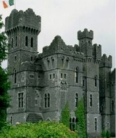 Stay overnight in a historic European castle that has been converted into a hotel.  Ireland Places to Visit  For information Få adgang til vores hjemmeside   https://storelatina.com/ireland/travelling  #آئرلينڊ #ਆਇਰਲੈਂਡ #Irlandy #ಐರ್ಲೆಂಡ್