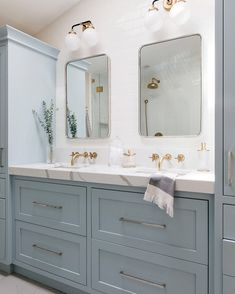 Bathroom tips, master bathroom renovation, bathroom decor and bathroom organization! From claw-foot tubs to shiny fixtures, they are the bathroom that inspire me the essential. Bathroom Renos, Bathroom Renovations, Home Remodeling, Bathroom Ideas, Bathroom Layout, Bathroom Laundry, Bathroom Inspo, Bathroom Colors, Bathroom Designs