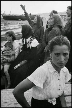 Leonard Freed Farm Women at the Bay of Naples Napoli 1956 Expo Milano 2015, Expo 2015, Leonard Freed, Farm Women, Foto Portrait, Black White, Photographer Portfolio, Vintage Italy, Free Photography