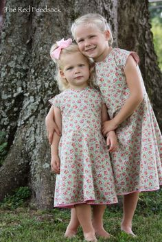 The Red Feedsack: Vintage Look Dresses. These would be so cute for the girls. If only I could sew!