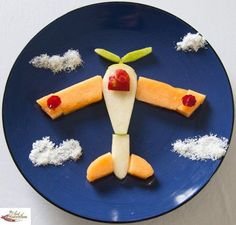 Kids Food Art Lunches – Propeller Plane – You are in the right place about christmas cake Here we offer you the most beautiful pictures about the christmas poster you are looking for. When you examine the Kids Food Art Lunches – Propeller Plane – Creative Food Art, Creative Snacks, Easy Food Art, Toddler Meals, Kids Meals, Food Art Lunch, Cute Food, Good Food, Food Art For Kids