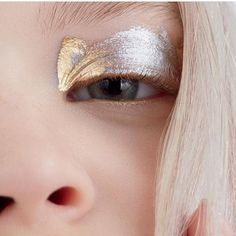 Walter Schupfer Management photographer captures this amazing gold and silver eyeshadow look for Elle Mexico Makeup Inspo, Makeup Inspiration, Beauty Make Up, Hair Beauty, Tush Magazine, Magazine Covers, Eye Makeup, Hair Makeup, Makeup Kit