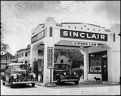 DAYS OF OLD - Sinclair gas station - Intersection of Dewey and McCullough - San Antonio, TX - 1942 San Antonio Real Estate, Filling Station, Texas History, Gas Station, Route 66, Vintage Pictures, Back In The Day, Historical Photos, Houston