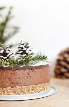 Here is the dessert that I prepared for my Christmas meal this year: a layer of chocolate cake – coconut, raw, vegan and gluten free! Vegan Christmas Desserts, Holiday Cookie Recipes, Raw Desserts, Christmas Chocolate, Holiday Cookies, Raw Vegan Cake, Raw Cake, Raw Vegan Recipes, Gluten Free Angel Food Cake