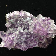 2017 Hot Sale Natural Shape Minerals Amethyst Geode Cluster Specimen Quartz Crystal Product Wedding Decoration