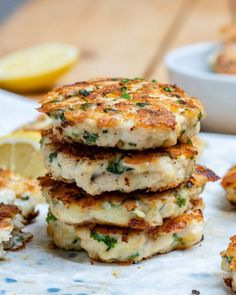 This cheesy chicken fritters recipe takes just 30 minutes to make. How to make chicken fritters, an easy, healthy and super delicious Keto recipe. Pastas Recipes, Low Carb Recipes, Diet Recipes, Cooking Recipes, Healthy Recipes, Cheesy Recipes, Potato Recipes, Healthy Food, Recipies