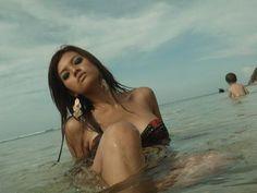 Foto hot Farrah Quinn di pantai