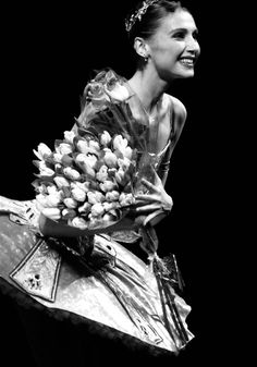 """<<Svetlana Zakharova bowing after performing Ballet solo """"Voice"""" (Giuseppe Verdi's music) at Moscow s Stanislavsky and Nemirovich Danchenko Music Theater main stage on 27 December, 2007"""