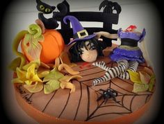 Halloween cake topper - Halloween is coming soon. Feel it in the air. Witches ride on broomsticks,. my Halloween cake topper, all decorations are made with fondant. Halloween Cakes, Happy Halloween, Halloween Ideas, Beautiful Cakes, Amazing Cakes, Gothic Halloween, Mini Cakes, Cup Cakes, Holiday Cakes
