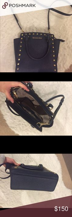 Medium Michael Kors Selma studded purse Michael Kors medium cross body in navy saffiano leather with gold hardware. Gently used with a removable crossbody strap and top zipper. The size is perfect for traveling! Michael Kors Bags Crossbody Bags