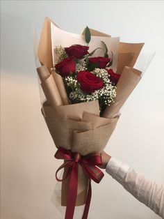 19 Ideas Flowers Gift Boquette Floral Arrangements Roses For 2019 Boquette Flowers, Small Flower Bouquet, Flower Box Gift, How To Wrap Flowers, Luxury Flowers, Small Flowers, Floral Bouquets, Beautiful Flowers, Red Rose Bouquet
