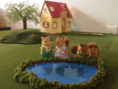miniature portable pond tutorial--for sylvanian families / calico critters and dollhouses Baby Doll House, Barbie House, Baby Dolls, Cardboard Dollhouse, Diy Cardboard, Diy Dollhouse, Dollhouse Miniatures, Mini Waterfall, Diy Pond