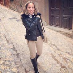 Y con esta foto del otro día que me encanta empiezo a disfrutar del fin de semana  ¿tenéis muchos planes? #ideassoneventos #imagenpersonal #imagen #moda #ropa #looks #vestir #wearingtoday #hoyllevo #fashion #outfit #ootd #style #tendencias #fashionblogger #personalshopper #blogger #me #lookoftheday #streetstyle #outfitofday #blogsdemoda #instafashion #instastyle #currentlywearing #clothes #casuallook #beige #negro #adisfrutardelfinde