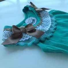 camiseta Little Girl Outfits, Little Dresses, Little Girls, Kids Outfits, Sewing Shirts, Sewing Clothes, Doll Clothes, Fairy Dress, Baby Shirts