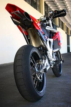 Supermotard SM motorcycle – Vehicles is art Motorcycle Design, Motorcycle Outfit, Motorcycle Bike, Honda Supermoto, Motard Bikes, Cool Dirt Bikes, Motocross Bikes, Moto Bike, Dirtbikes