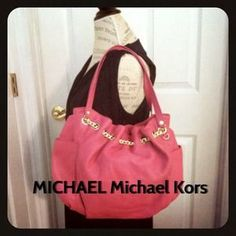 I just added this to my closet on Poshmark: MICHAEL Michael KORS JetSet Leather Chain Ring Bag. Price: $178 Size: OS