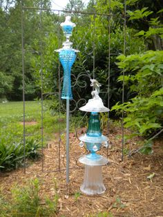 glass totem (Aunt Jan....these are kinda like the things you wanted to make.)