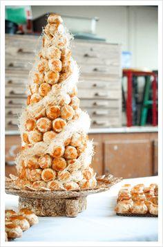 Croquembouche (Piece Montée) tower of cream puffs instead of cake? Croquembouche, French Wedding Cakes, Pasta Choux, Cupcakes, Cupcake Cakes, Kreative Desserts, Profiteroles, Eclairs, Wedding Desserts