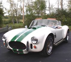 Shelby Cobra classic white with green stripses