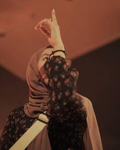 Casual Hijab Outfit, Hijab Dress, Hijab Chic, Hijabi Girl, Girl Hijab, Hijab Fashion, Girl Fashion, Womens Fashion, Beautiful Girl Photo