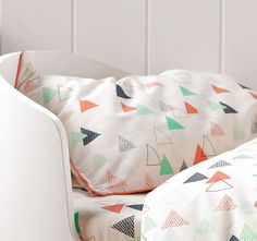 hiccups-peaks-standard-pillowcase-beige