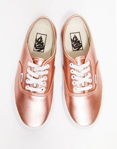 I rarely wear tennis shoes, but I surely would wear these more often cause they are so pretty. Vans in Rose Glitter.