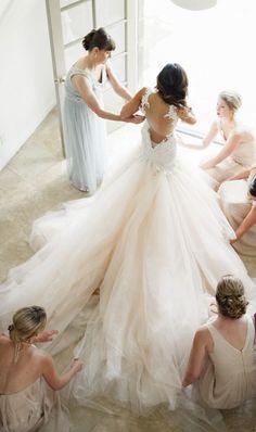 Wedding dress idea; Featured Photographer: Jana Williams Photography