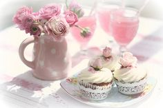 When I have my own house, I want to always invite people over for tea, and cupcakes. I want to drink pink lemonade on the porch, I want my house to always be full of people. All of the people I love it will be the perfect home. Yorkshire Rose, Purple Home, Yummy Cupcakes, Pretty Cupcakes, Beautiful Cupcakes, Tea Cupcakes, Pastel Cupcakes, Sweet Cupcakes, Partys