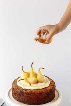 Honey Almond Semolina Cake topped with Vanilla Bean Poached Pears Sweet Recipes, Cake Recipes, Dessert Recipes, Desserts, Cupcakes, Cupcake Cakes, Strudel, Semolina Cake, Festina