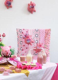 Capa de cadeira de patchwork com porquinhos de feltro