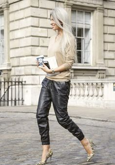 Sarah Harris in Black Leather Pants Mode Outfits, Fall Outfits, Casual Outfits, Fashion Outfits, Fashion 2015, Street Fashion, Sarah Harris, Leather Pants Outfit, Joggers Outfit