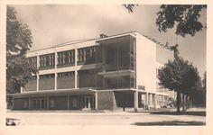Sokolovna v Jihlavě (Sokolovna, Jihlava) (Arch: Bohuslav Fuchs) Functionalism, International Style, Modernism, Czech Republic, Bauhaus, Multi Story Building, Architecture, Photography, Arquitetura