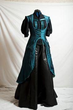 Dark Green Taffetas Coat  Optional sleeves by ladyllovelloyd, $231.00    I want the full outfit!
