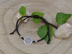 Das Armband mit Blume des Lebens Symbol wird in liebevoller Handarbeit gefertigt. Headphones, Life Symbol, Handmade Bracelets, Flower Of Life, Silver, Wristlets, Handarbeit, Flowers, Headpieces