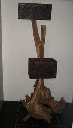 Staande lamp - Zeer unieke oud eiken stoof, geleefd door de jarenlange blootstelling aan weer en wind. Lampenkappen zijn van ijzeren platen gemaakt, behandeld voor een chique uitstraling. www.remcorensen.nl