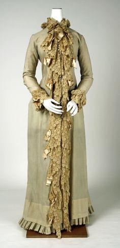 Dressing gown Date: 1880–90 Culture: American or European Medium: wool