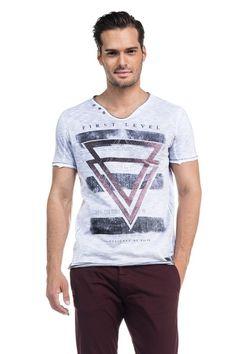 T-shirt 1St Level com estampado e lavagem especial, decote em bico e pormenores na gola