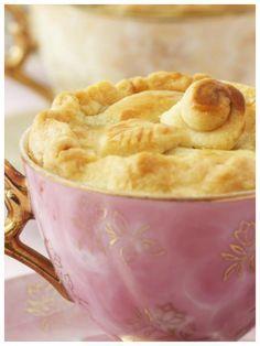 Kaffeeklatsch mit Kuchen -Apfelkuchen in der Tasse | eatsmarter.de/...