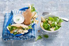 Warme broodjes kaas met een frisse salade met peer - Recept - Pitabroodjes met halloumi - Allerhande