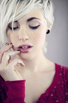 short bleached blonde hair. via Pixie Cropped