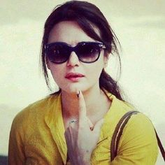 Pretty Zinta Pretty Zinta, Aishwarya Rai, Bollywood Actors, Wayfarer, Sunglasses Women, Ray Bans, Celebs, Type, Beautiful