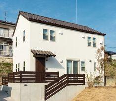 """上質な素材でつくられた""""男前ブルックリンスタイル"""" Home Building Design, Building A House, House Design, Exterior Paint Colors, Exterior Design, Japanese House, Gaudi, House Rooms, Living Spaces"""